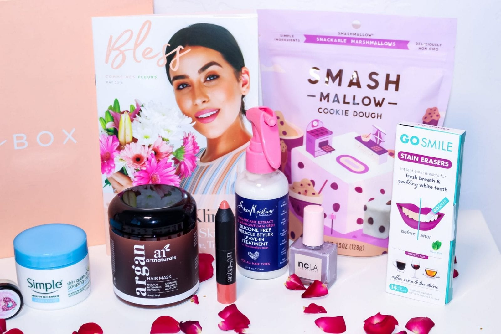 This is a product line up of the beauty, food, fashion and lifestyle picks in the May 2018 Bless Box.