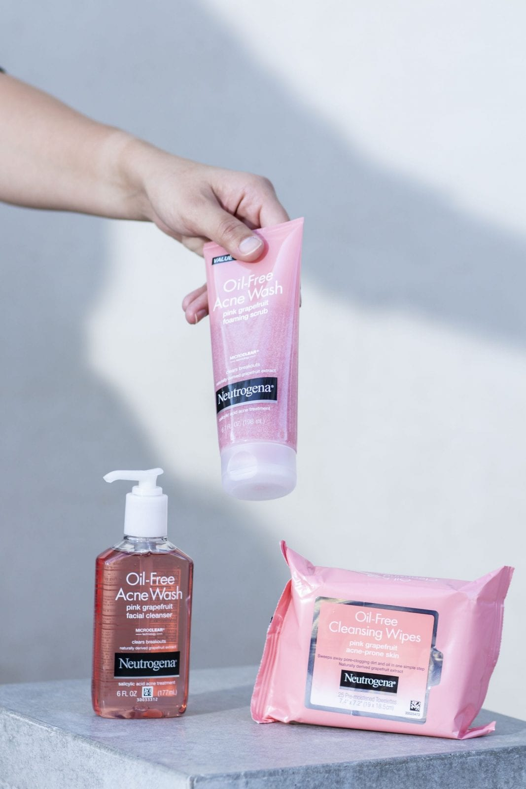 This is a close up of the Neutrogena Grapefruit collection, as I grab the Facial Wash.